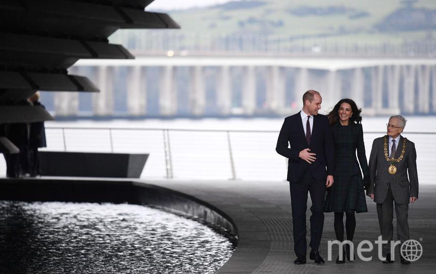 Принц Уильям и Кейт Миддлтон с директором музея Филипом Лонгом. Фото Getty
