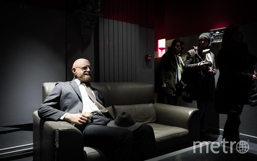 В закоулках театров можно «встретить» манекены «гэбэшников». Фото AFP