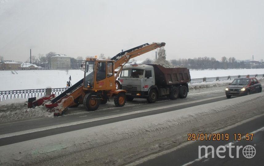 "Уборка снега в Петербурге. Фото gov.spb.ru/gov/otrasl/blago, ""Metro"""
