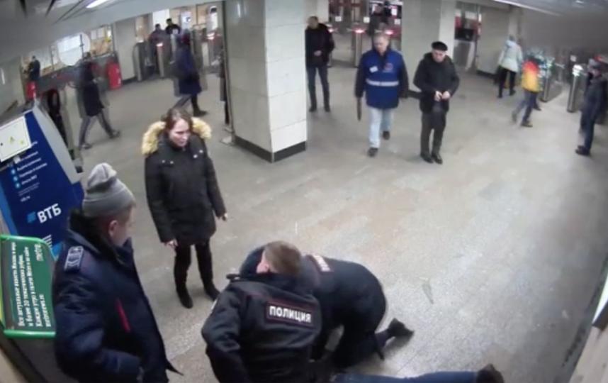 Скриншот видео УВД на Московском метрополитене.