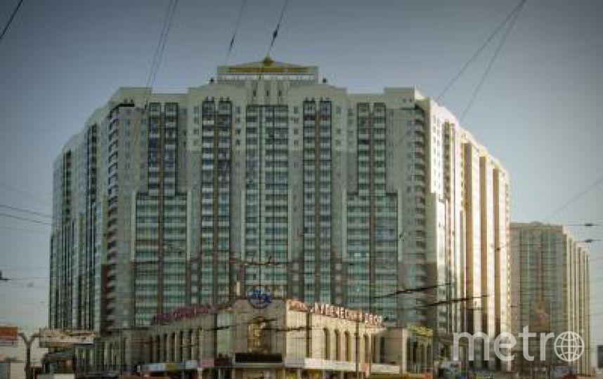 "Наледь упала с крыши этого дома, пишет ""Фонтанка"". Фото http://dominfo.net/objects/object_1/index.php, ""Metro"""