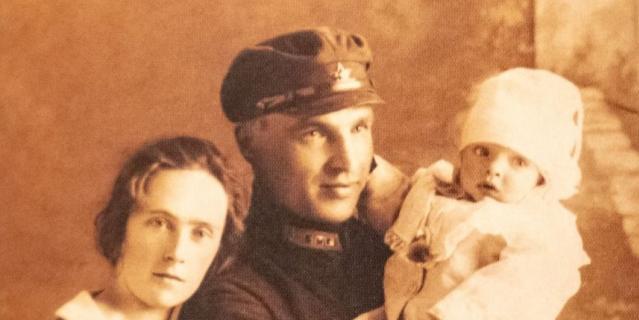 Валерий Чкалов с женой Ольгой и сыном Игорем.