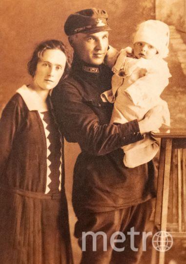 """Валерий Чкалов с женой Ольгой и сыном Игорем. Фото из личного архива Инны Ореховой, """"Metro"""""""