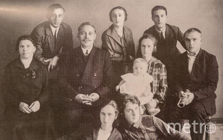 """Валерий Чкалов (крайний справа) с семьёй жены. Ольга с сыном Игорем – рядом. Фото из личного архива Инны Ореховой, """"Metro"""""""