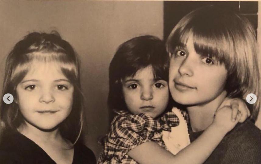 Вера Глаголева с дочерьми. Фото Скриншот Instagram: @mashanahapetova