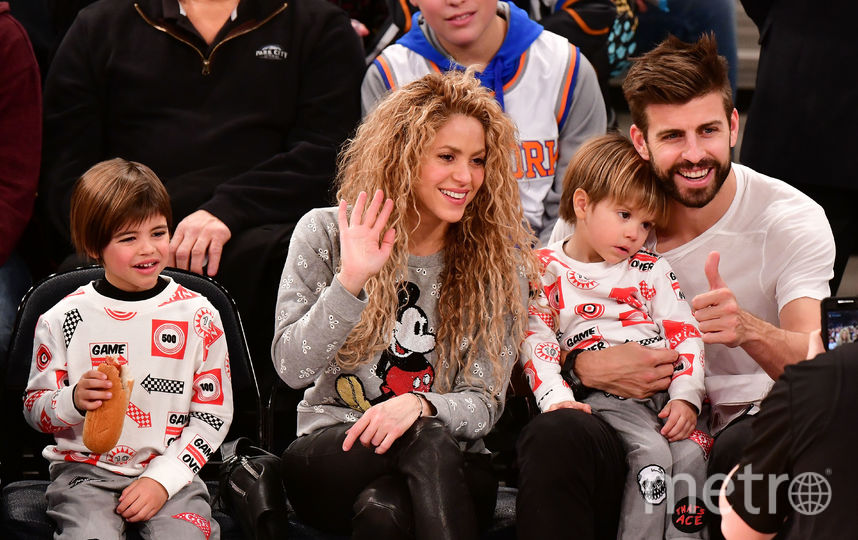Шакира и Жерар Пике с сыновьями. Фото Getty