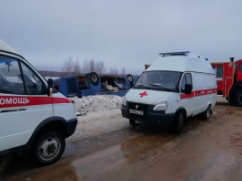 Под Калугой перевернулся автобус: из 48 пассажиров 20 пострадавших - дети. Фото www.40.mchs.gov.ru