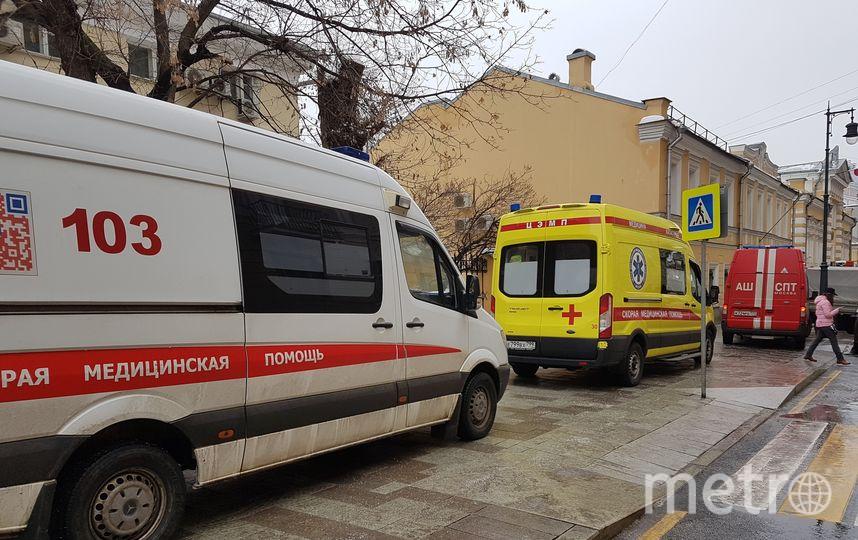 Спасатели на месте пожара в доме на Никитской улице. Фото Василий Кузьмичёнок