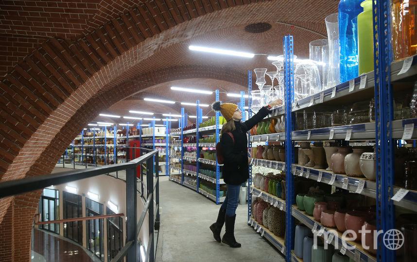 На этой неделе со второго этажа уже съедет торговый павильон с горшками для цветов. Фото предоставлено ООО «РПСК»