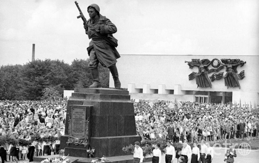 Торжественная церемония открытия Музея комсомольской славы имени Александра Матросова в Великих Луках. Фото РИА Новости