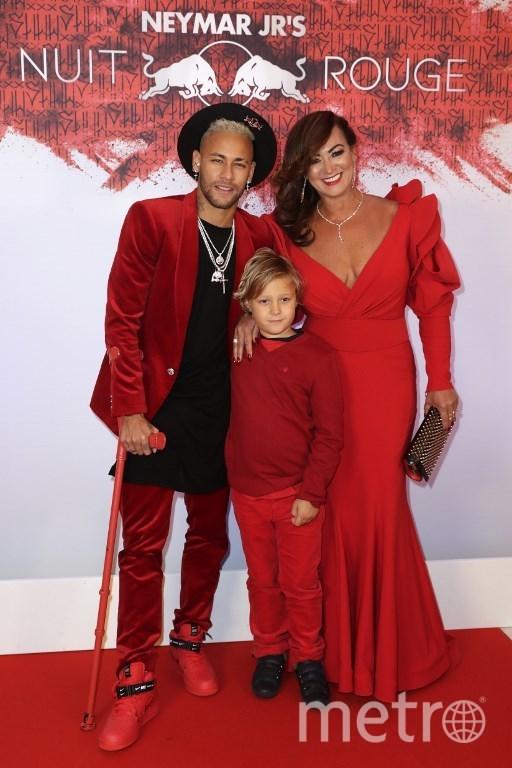 Неймар с мамой и сыном. Фото AFP