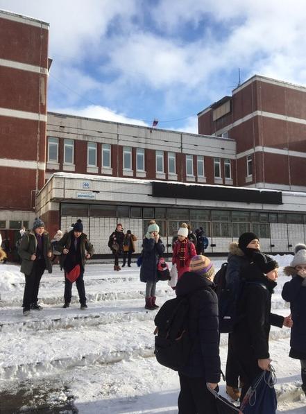 Из-за запаха газа ранее были эвакуированы школы и колледжи на юге Петербурга. Фото https://vk.com/spb_today