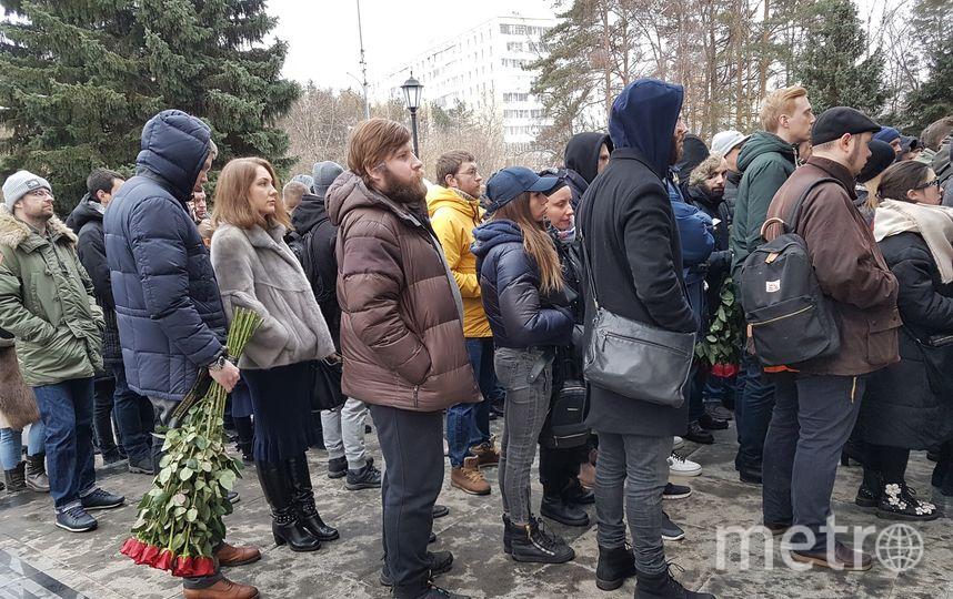 Люди на церемонии прощания с Децлом. Фото Василий Кузьмичёнок