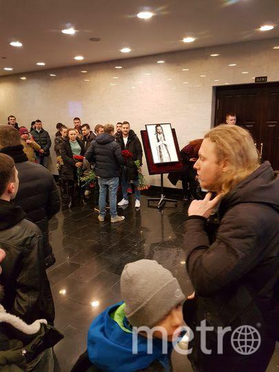Люди на церемонии прощания с Толмацким-младшим. Фото Василий Кузьмичёнок