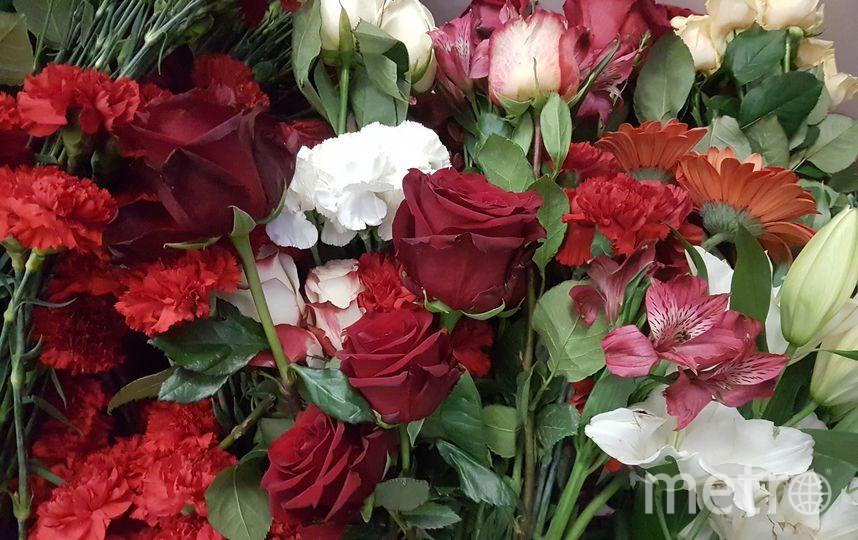 Цветы на траурной церемонии прощания с музыкантом. Фото Василий Кузьмичёнок