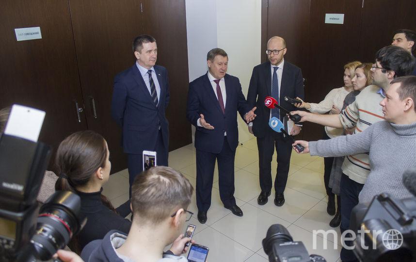 Мэр города Анатолий Локоть отвечает на вопросы журналистов. Фото СГК