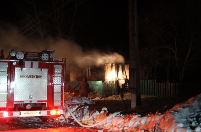 """В Новосибирской области в пожаре сгорели мать и четверо детей. Фото http://54.mchs.gov.ru/, """"Metro"""""""