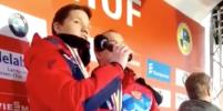 Саночники Павличенко и Репилов из-за технической неполадки сами спели гимн