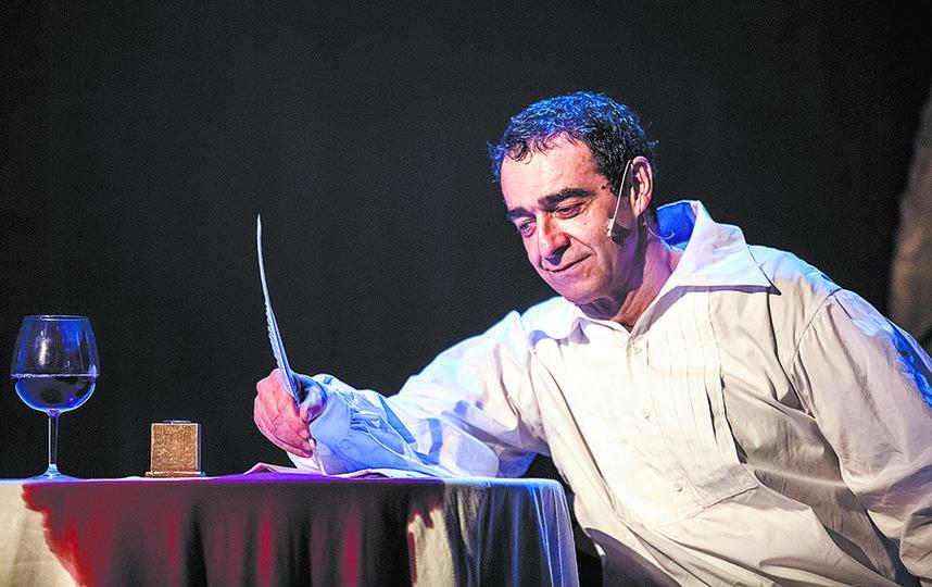 Александр Резалин мастерски перевоплотился в знаменитого писателя. Фото предоставлено пресс-службой театра