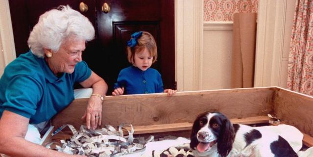 Барбара Буш и ее собака Милли.