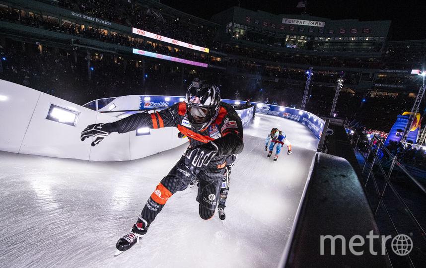 В Бостоне райдер Кэмерон Наас (на первом плане) вырвался в лидеры общего зачёта чемпионата мира по скоростному спуску на коньках. Фото redbullcontentpool.com