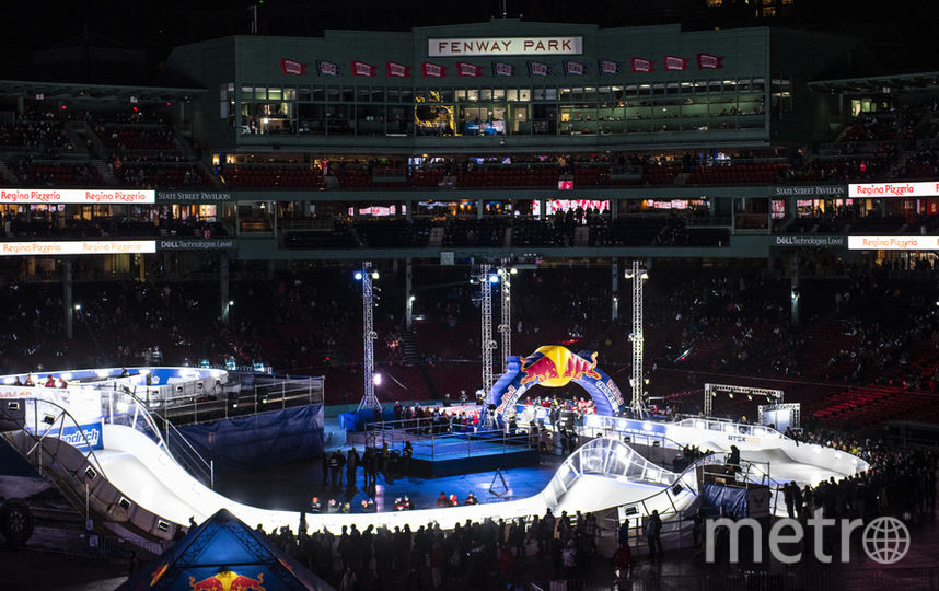 """Этап чемпионата мира по скоростному спуску на коньках прошёл 8 и 9 февраля на бостонском стадионе """"Фенуэй Парк"""" (Fenway Park). Фото redbullcontentpool.com"""