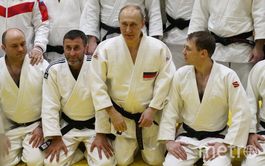 После тренировки Путин сфотографировался со всей командой. Фото Getty