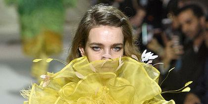 Неделя моды в Лондоне: самые яркие образы выходных. Фото