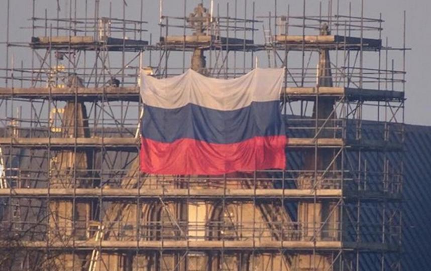 Российский флаг на соборе в Солсбери. Фото Скриншот https://www.instagram.com/cannalletto/