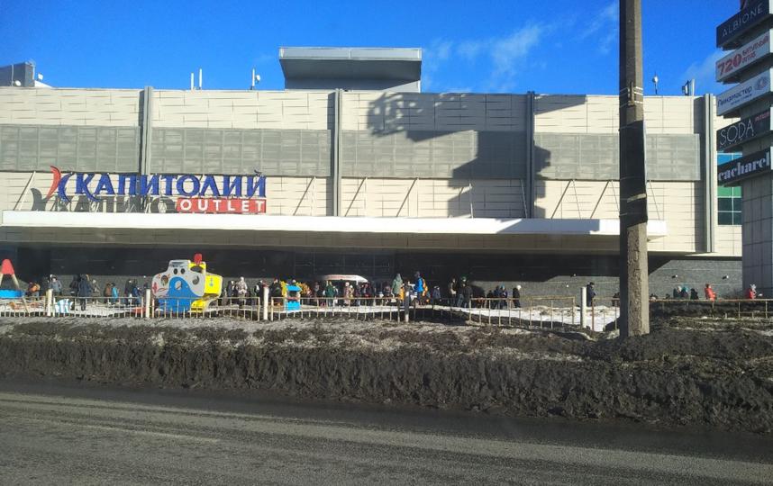 "Эвакуация ТЦ ""Капитолий"". Фото https://vk.com/spb_today"