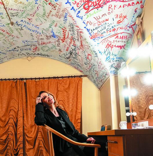 """БДТ. Уникальный расписной потолок. Фото Алена Бобрович, """"Metro"""""""