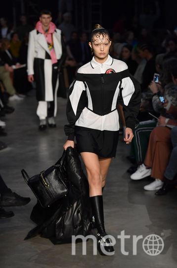 Шоу Burberry на Неделе моды в Лондоне. Джиджи Хадид. Фото Getty