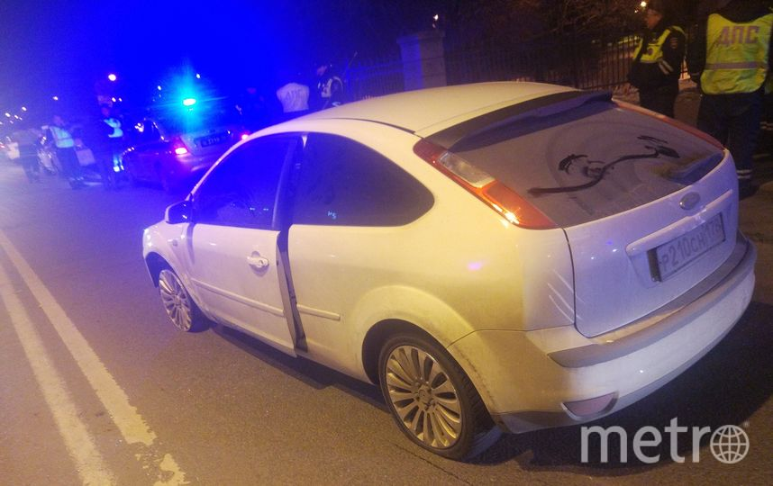 """Автомобиль задерживали со стрельбой. Фото https://vk.com/spb_today, """"Metro"""""""