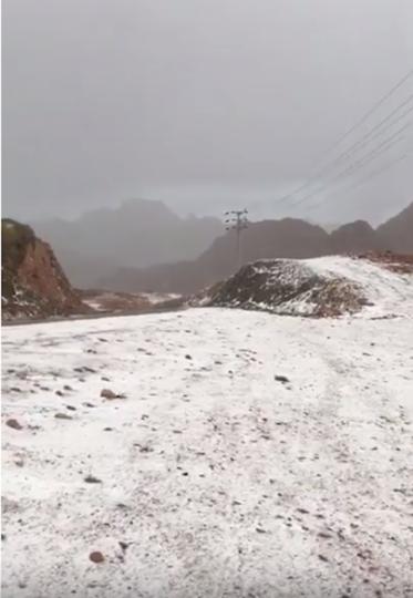 Снег выпал в горном районе Джебель-эль-Лауз. Фото Скриншот https://www.youtube.com/watch?v=eSjkJDNcKoM, Скриншот Youtube