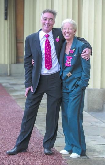 Актёры Эмма Томпсон (первенец в семье) и Грэг Уайз (последний ребёнок в семье) вместе с 1995 года. Фото Getty