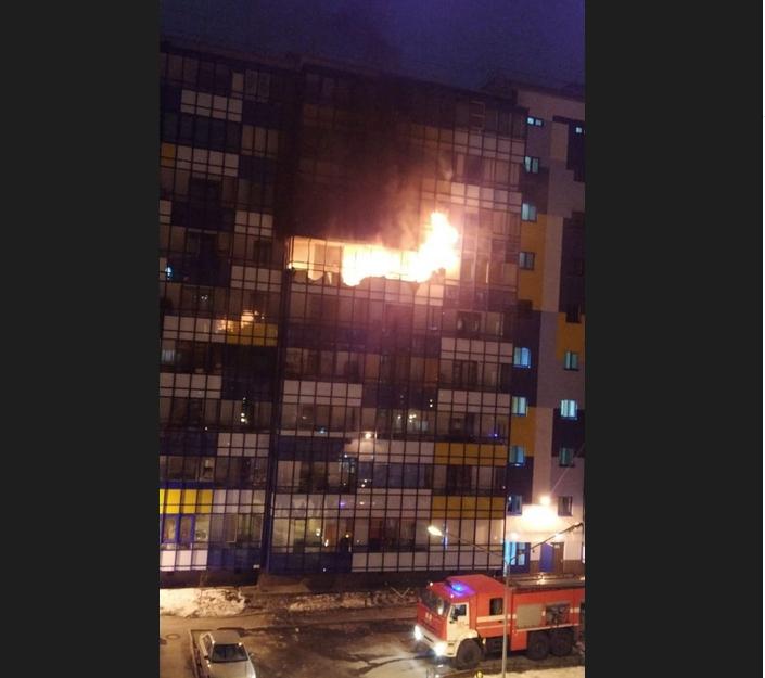 пожар. Фото https://vk.com/spb_today