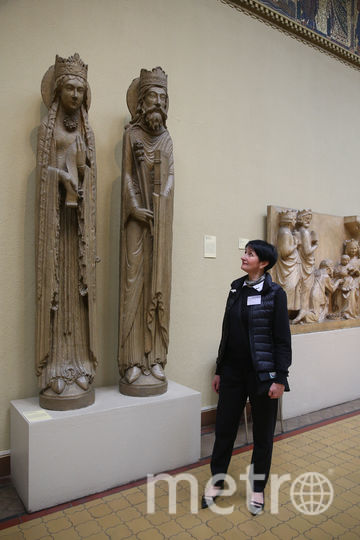 Наталия Борисова с любимыми скульптурами. Фото Василий Кузьмичёнок
