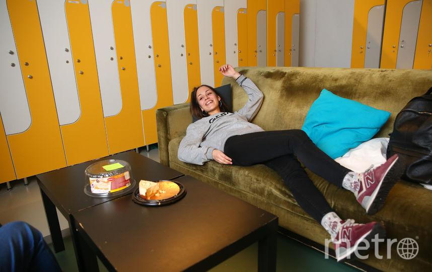 Диана Васильева во время перерыва может и полежать. Фото Василий Кузьмичёнок