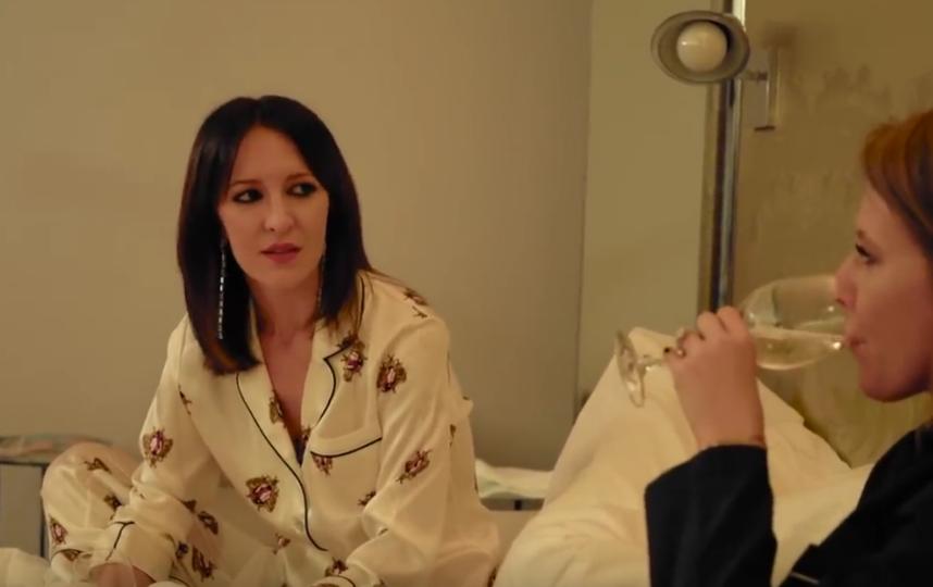 """Матильда Шнурова во время """"пижамной вечеринки"""" рассказала о своих чувствах после развода с Сергеем Шнуровым. Фото Все - скриншот YouTube"""