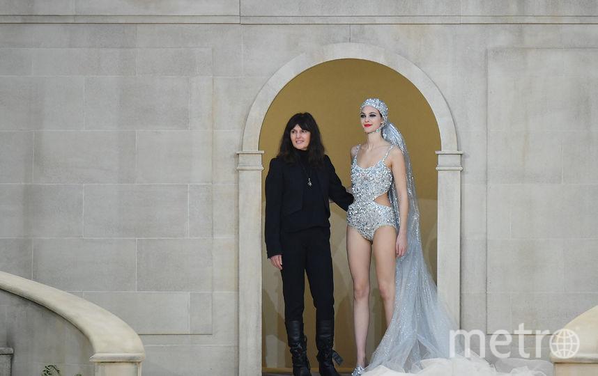 Виржини Виар с моделью после показа Chanel. Фото Getty