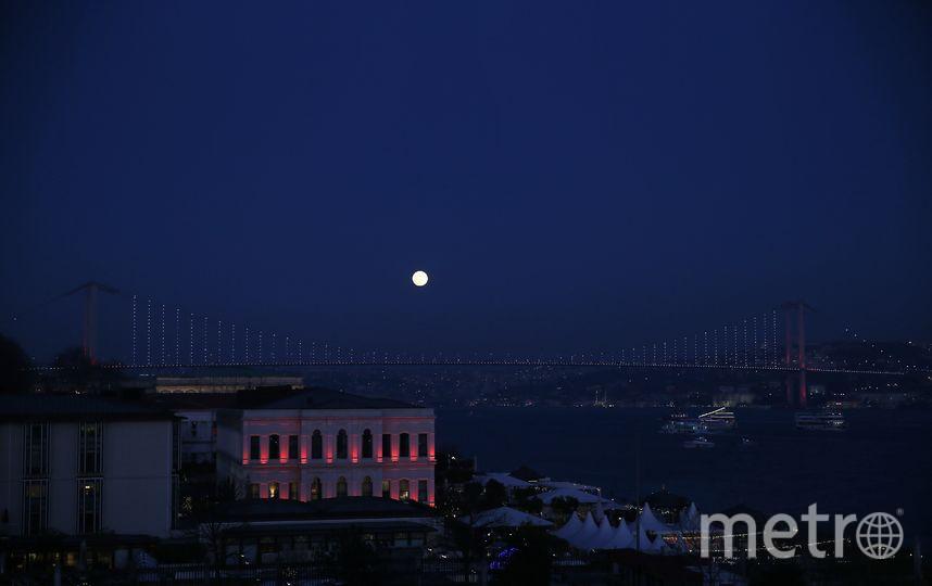 Суперлуние. Фото из Стамбула. Фото Getty