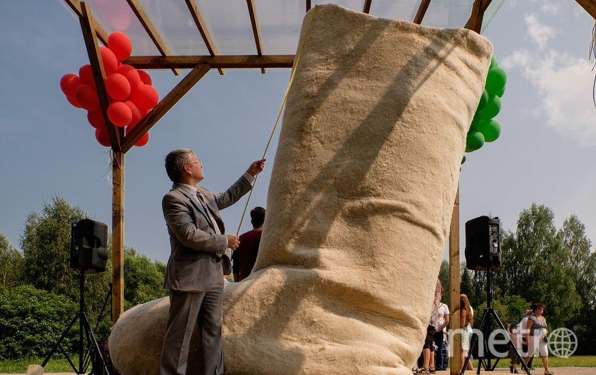 """Чтобы свалять гигантский валенок, Валерии понадобилось 400 кг овечьей шерсти. Фото Алёна Бобрович, """"Metro"""""""
