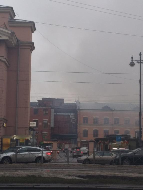 Пожар в районе Московских ворот в Петербурге. Фото https://vk.com/spb_today