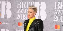 Пинк в жёлтом зажгла на BRIT Awards-2019: фото звёзд на красной дорожке премии