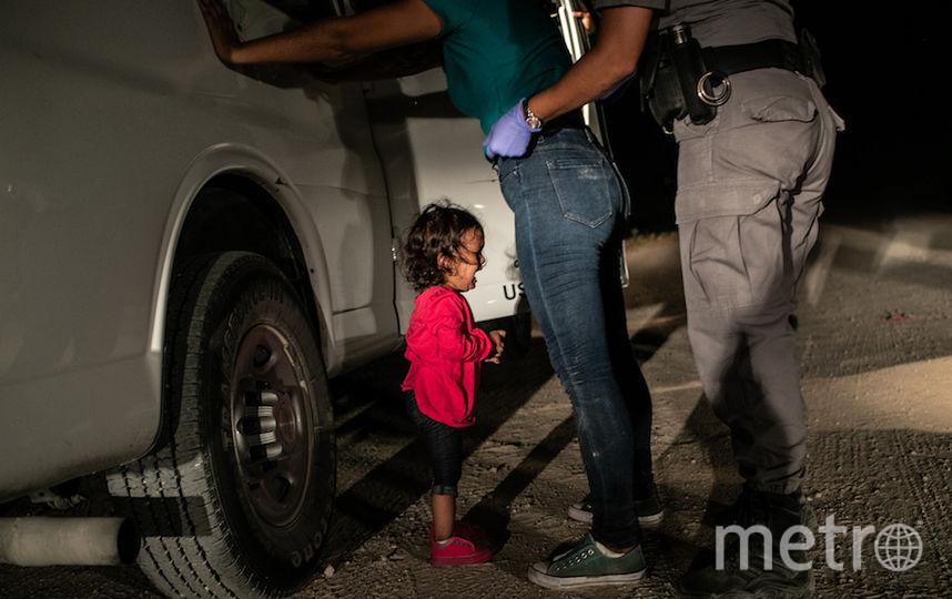 Плачущая девочка на границе, фотограф Джон Мур/Getty. Фото Getty