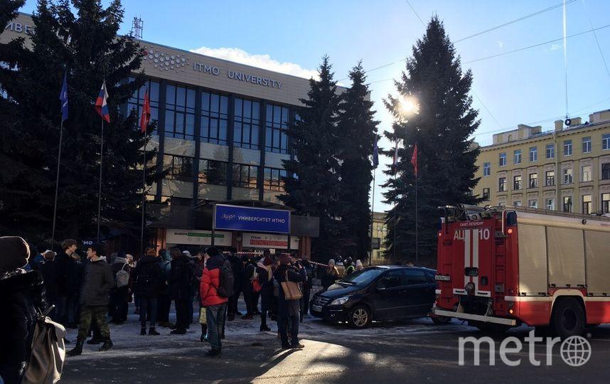 Главный корпус ИТМО третий день подряд эвакуируют. Фото ДТП и ЧП | Санкт-Петербург | vk.com/spb_today., vk.com