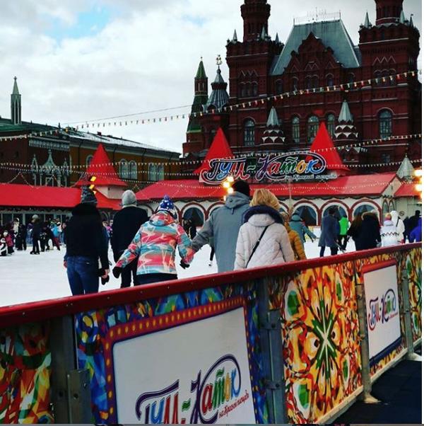 Пока снег не растаял, можно устроить семейный праздник на свежем воздухе. Фото Instagram @parkpatriot, @bulochkasi,  kvestiki.ru, chodo.ru
