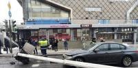 Автокран упал на проезжую часть Страстного бульвара в центре Москвы: движение перекрыто