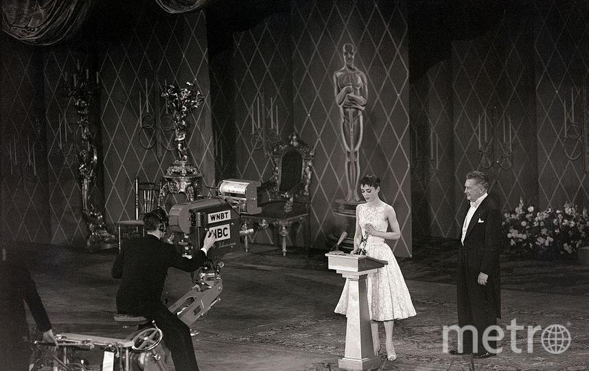 Платье Одри Хепберн, которое она надела на церемонию в 1954 году. Сколько оно стоило, неизвестно, но в 2011 году наряд продали на аукционе за 131 292 долларов. Фото Getty