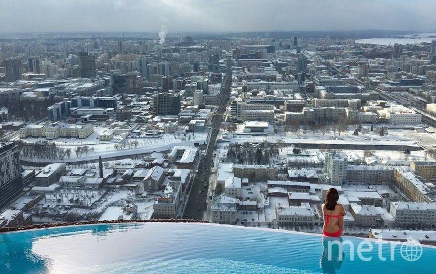 А вот так бы выглядел открытый бассейн с видом на зимний Екатеринбург. Фото Виктория Стаценко